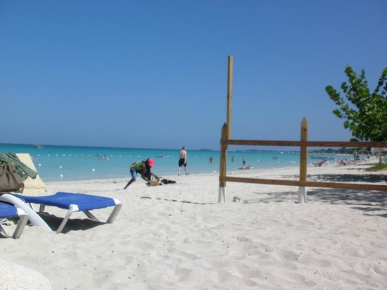 Merrils Beach Resort II : La plage