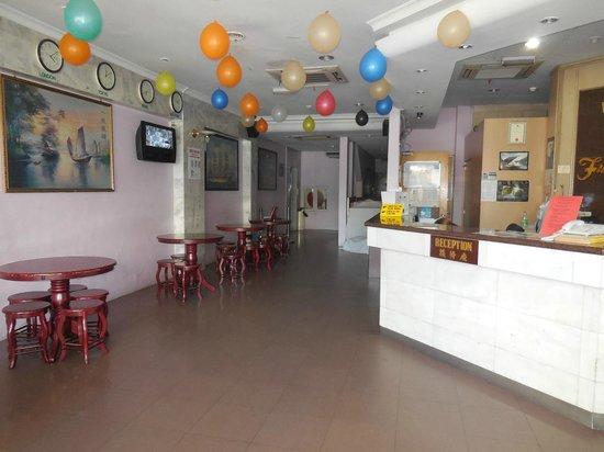 Hotel Full Hua: Hall vue intérieure