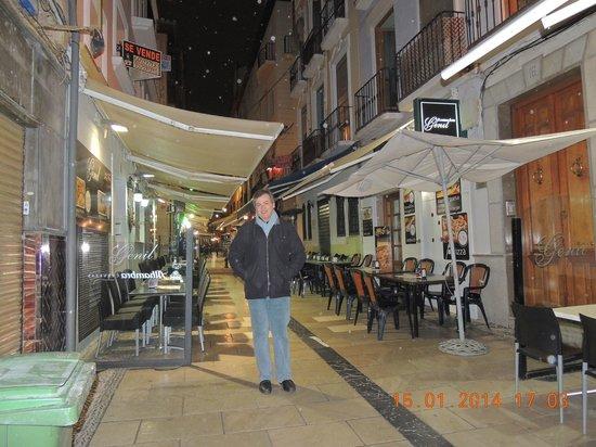 Navas Hotel: Em frente ao Hotel Navas