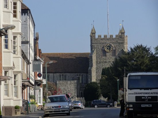The Kings Head : street with hotel on the left