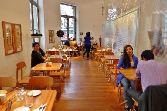 Cafeteria Allegro: Lots of light