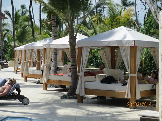 Majestic Colonial Punta Cana : Lits Bali piscine section Club
