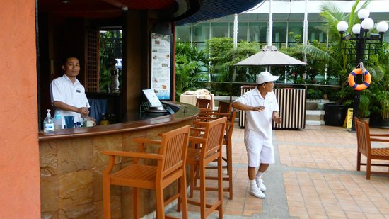 Novotel Bangkok on Siam Square : Good pool staff