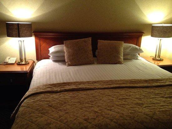 Best Western Plus Kenwood Hall Hotel : Bed