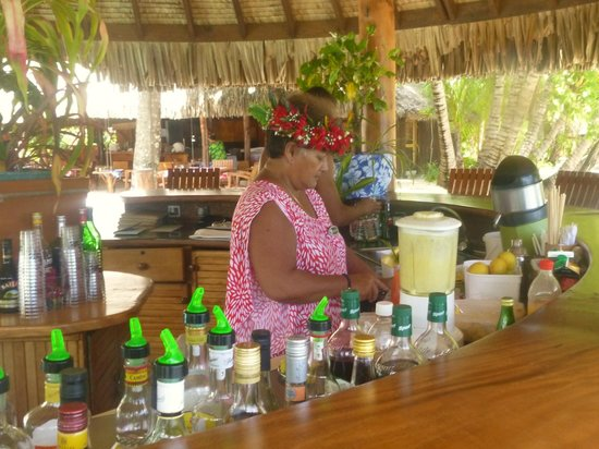 Le Taha'a Island Resort & Spa : a real Polynesian bar