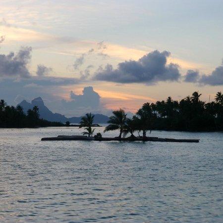 Le Taha'a Island Resort & Spa : Bora Bora in the background