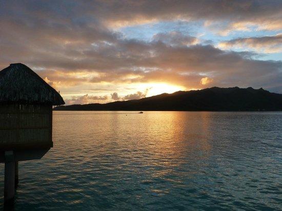 Le Taha'a Island Resort & Spa: Sunrise