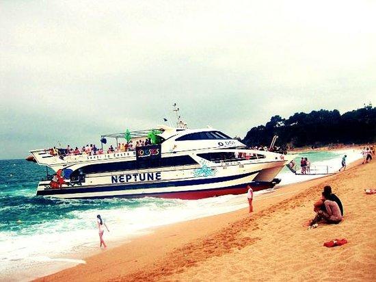Playa de Lloret: На таких корабликах можно доплыть например в соседнюю Тосса-де-Мар