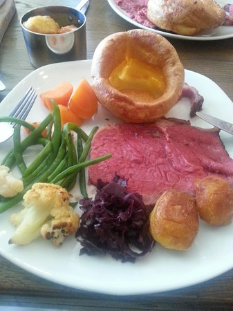 The Duncombe Arms Pub: roast beef dinner