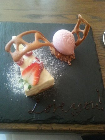 The Duncombe Arms Pub: white Chocolate and raspberry cheescake