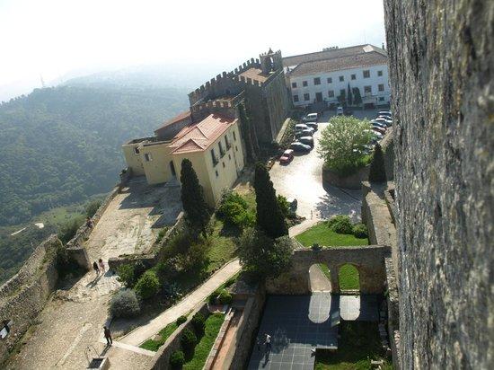 Pousada de Palmela Historic Hotel: Vista do castelo para a pousada