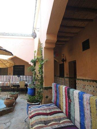 Auberge La Terrasse des Delices : courtyard