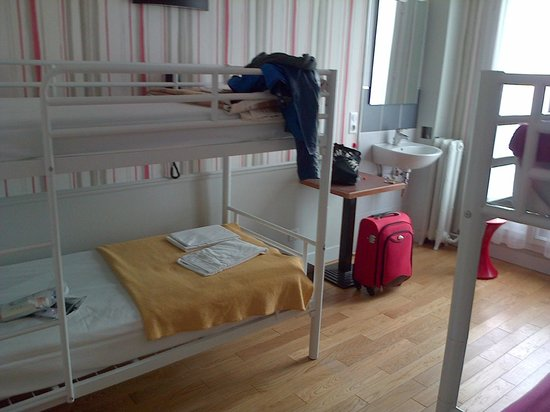 Perfect Hotel & Hostel: 4 bed female room