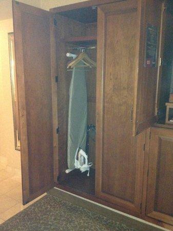 Harrah's Las Vegas: Closet