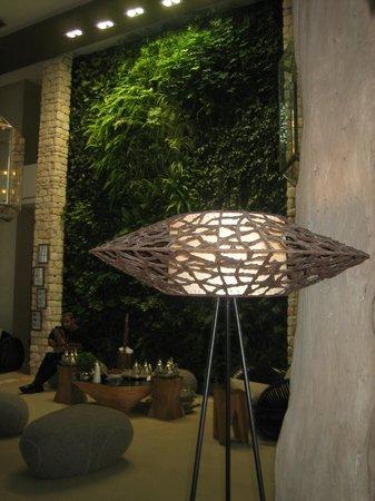 Sofitel Essaouira Mogador Golf & Spa: hall d'entrée, mur végétal