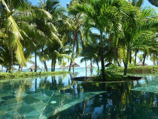 LUX Le Morne : vue piscine et plage