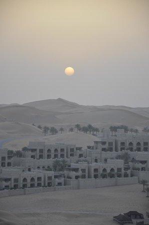 Qasr Al Sarab Desert Resort by Anantara: Sonnenaufgang