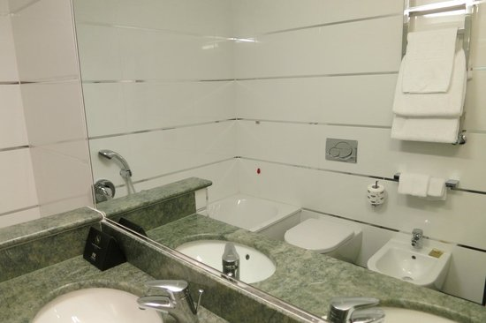 FH Grand Hotel Mediterraneo: Bathroom