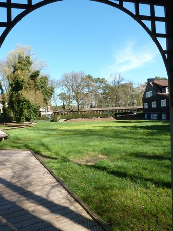 Domaine La Butte aux Bois: View from the walkway
