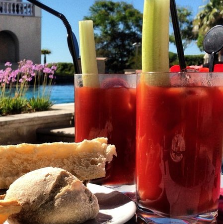 Grande Real Villa Italia Hotel & Spa: bloody marys at breakfast? don't mind if i do!