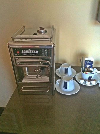 Sirtaj Hotel : The best coffee maker I have ever seen in any hotel room!