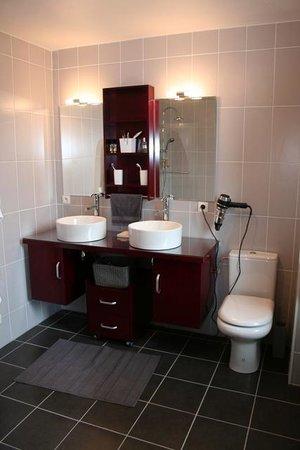 Maison Lartigau : salle de bains de la chambre perle