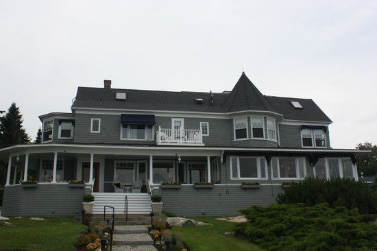 Ocean Cape Arundel Inn: front of inn