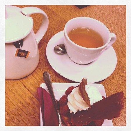 Pie: Caramel tea and Berry tart