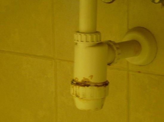Hotel Prima Music: sous le lavabo