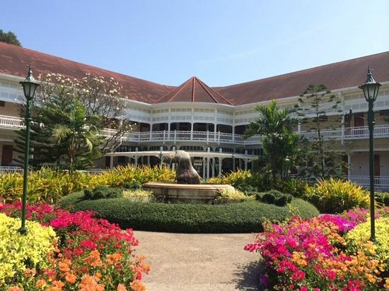 Centara Grand Beach Resort & Villas Hua Hin : What a collection of History