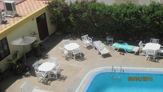 Zahra's Grill: vue piscine
