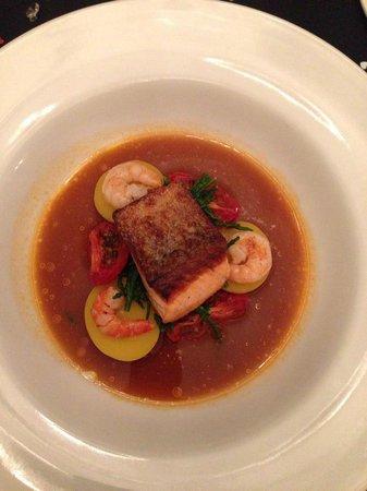 Porto Restaurant: Salmon main course