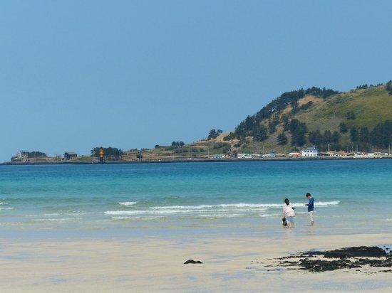 Hasil gambar untuk pantai hyeopjae