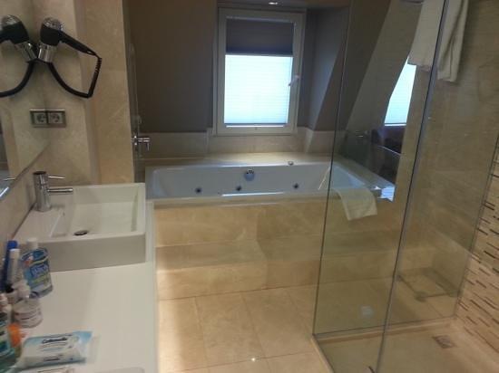 Levni Hotel & Spa: Apr 14 - Bathroom