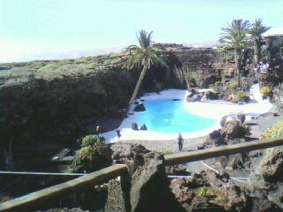 Jameos Del Agua: Buena piscina sin poderse disfrutar.