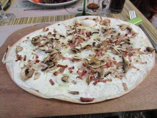 Le Brochet : Tarte flambée aux champignons