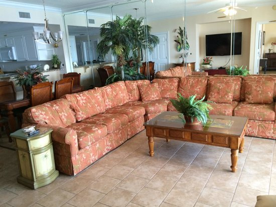 Boardwalk Beach Resort Condominiums: Living room