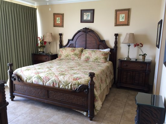 Boardwalk Beach Resort Condominiums : Master bedroom