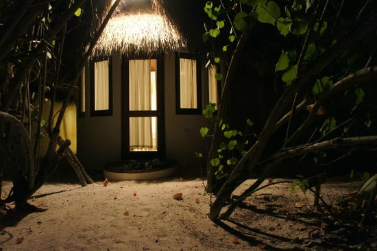 Makunudu Island : Our room at night from the beach!
