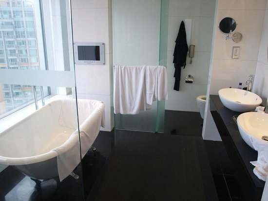 L'hotel Nina et Convention Centre : Bathroom of suite