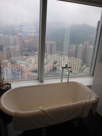L'hotel Nina et Convention Centre : Bathroom (suite) view