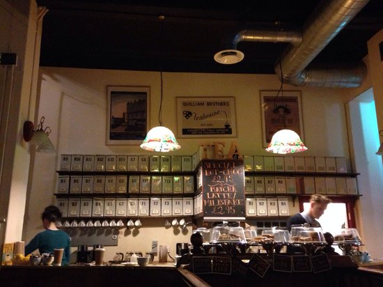 Quilliam Brothers: The only tea place which open at night. Good for night hanging place