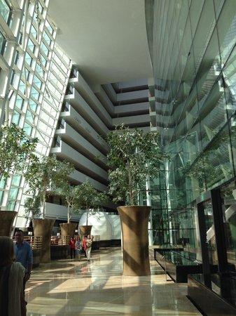 Marina Bay Sands: Lobby view