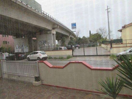 A Casa Doina Airport 2 : Вид из окна