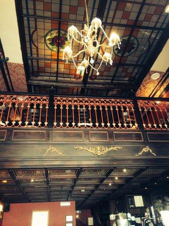St. Moritz Restaurant: Lovely decor