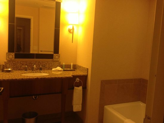 Loews New Orleans Hotel : Bathroom @ Loews New Orleans