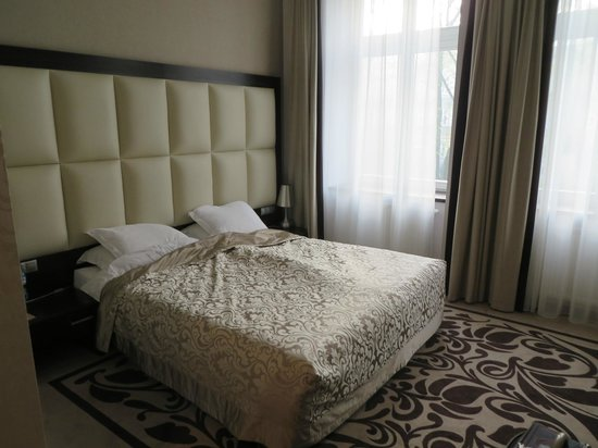 Queen Boutique Hotel: Bed