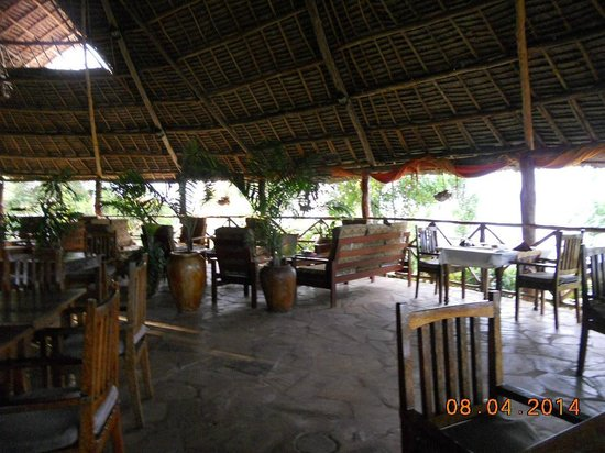 Ras Michamvi Beach Resort: Comedor y bar