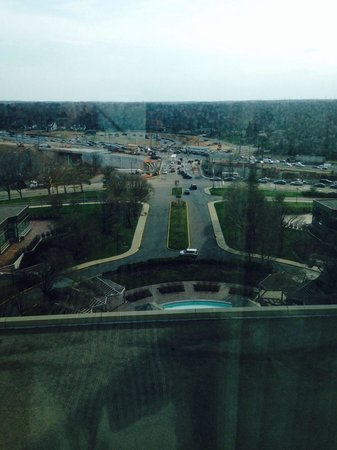 Hilton East Brunswick Hotel & Executive Meeting Center : The view from room 1220
