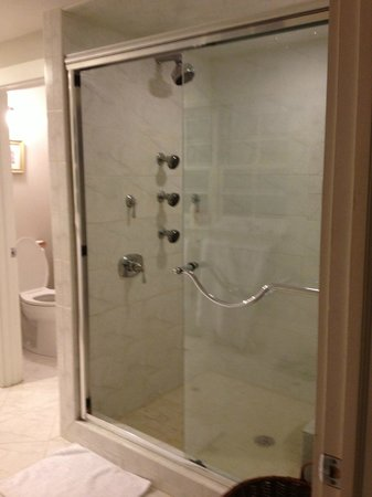Cuthbert House Inn: Jet Shower